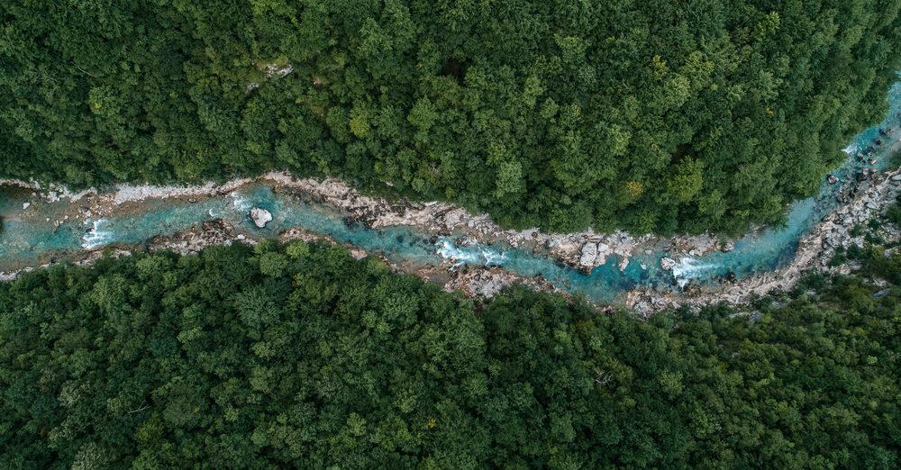 Formação de rio a partir de lençóis freáticos